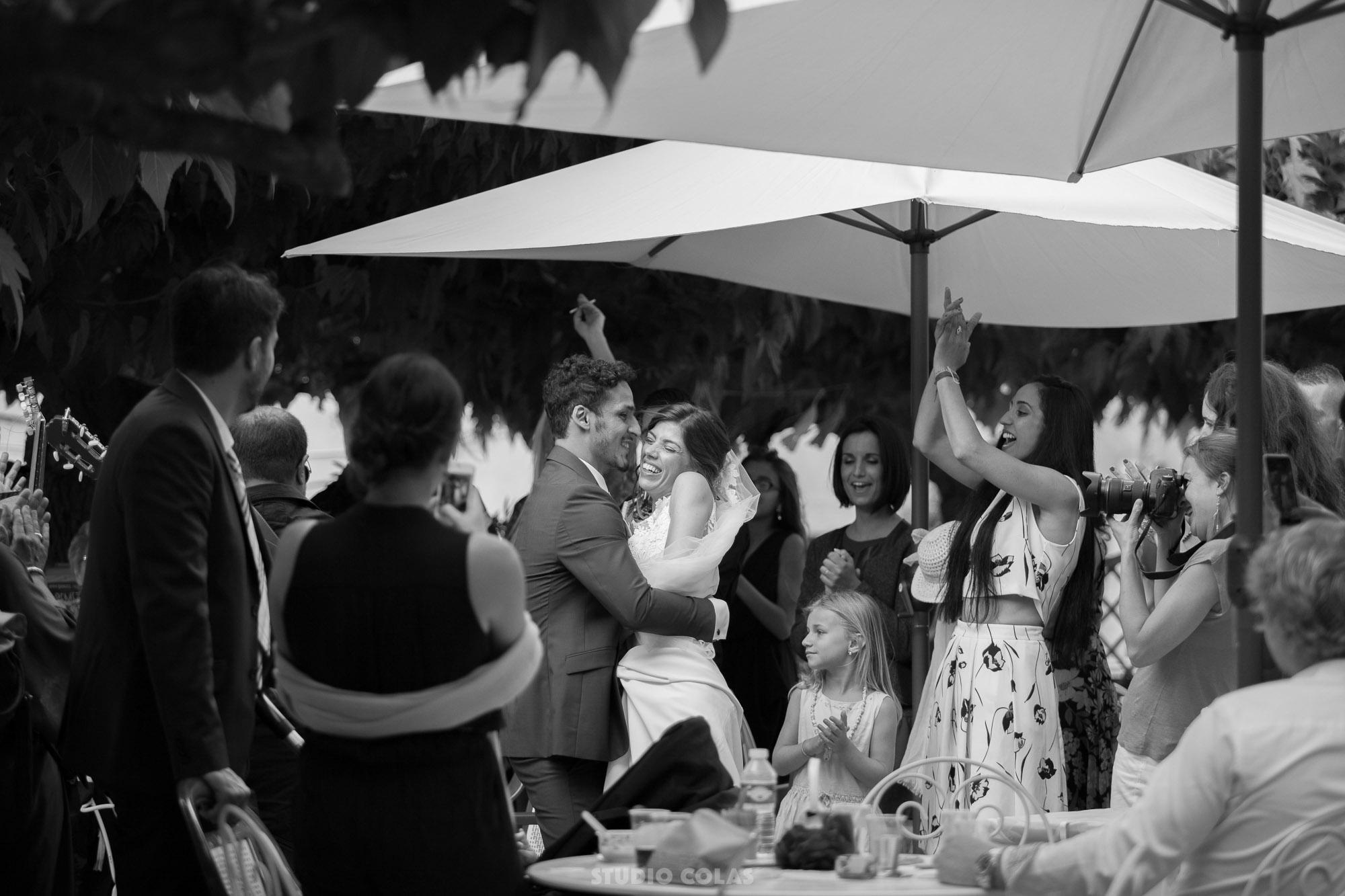 groupe gipsy durant le cocktail puis un groupe folk pour larrive des maris sur le lieu de la soire le tout dans des teintes bleutes allant du - Groupe Gipsy Pour Mariage